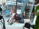 Фото ?33. На улице Лейк Сайд в Покхаре. Торговцы за работой :)