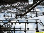 Вид принимающих устройств, установленных на мощных металлический конструкциях