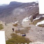 Вид на кулуар з перевалу. Вдалині - г. Парагельмен