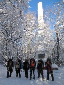Біля пам'ятнику Військовим будівельникам
