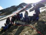 Група на фоні пройденого перевалу
