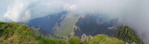 Вид с горы Негой (Negoiu)
