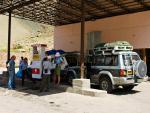 На таджикской заправке покупаем бензин
