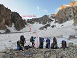 Группа у начала ледника в цирке перевала Казнок Зап.