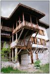 Деревянный балкон, выходящий во двор Роженского монастыря