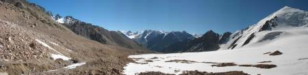 Вид с перевала Туристов в сторону долины реки Туристов