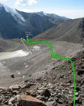 Вид на путь спуска по долине притока реки Сарканд с перевала Суфлер