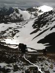 Фото 8.2 Подъем на седловину перевала Двух Псов(3747,1Б)