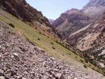Тропа высоко по левому борту долины Джили-Суу
