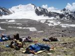 Место обеда на травке после спуска с перевала Кара-Казык