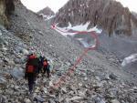Движение по осыпи до поворота к леднику на пути к перевалу Дальний