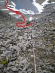 Шлях спуску із перевалу, вид із початку другої мотузки