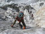 Фото 99. Движение группы в Караугомском ледопаде.