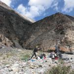 Ф. 43 Группа у выхода из каньона. Вид на каньон со стороны р.Сауксай