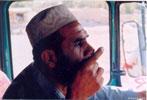 Афганский драйвер курит косяк на ходу