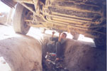 10-летний пацан ремонтирует ходовую на СТО